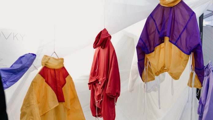Cloth-Decluttering-Tips-Help-You-to-Clear-Your-Closet-on-civicdaily