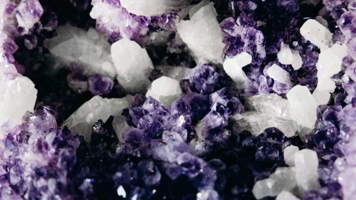 5-Places-Where-You-Can-Find-the-Best-Crystals-on-civicdaily